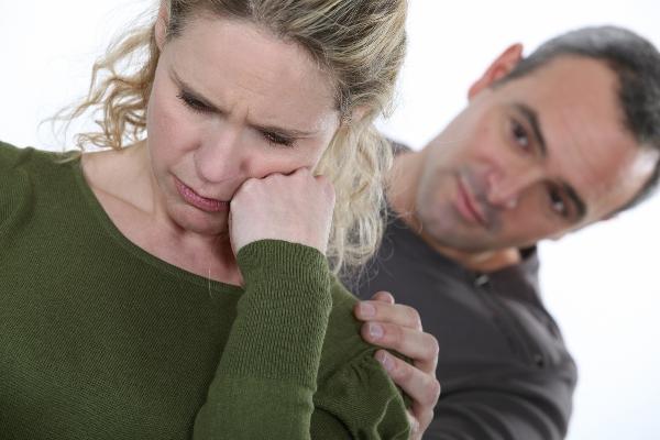 Boyfriend consoling woman